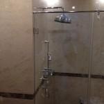 Ванная комната. Мрамор Крема Нова, вставки - Имперадор Дарк. Частный дом в Подмосковье