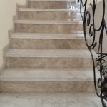 Лестница вид 2. Мрамор Крема Нова, Имперадор Лайт - частный дом Истринский р-н